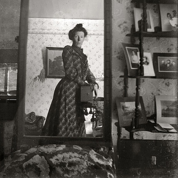 Edwardian Woman Selfie (1900)